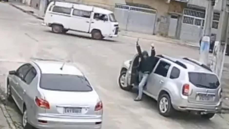 Dumm gelaufen: Dieb will Auto klauen – aber weiß nicht, wie man mit Automatik fährt