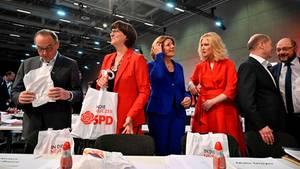 Norbert Walter-Borjans, Saskia Esken,Malu Dreyer,Manuela Schwesig (von links nach rechts) undOlaf Scholz beim SPD-PArteitag