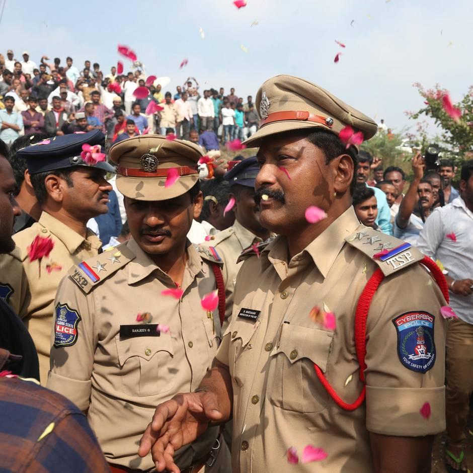 Hyderabad in Indien: Polizisten erschießen mutmaßliche Vergewaltiger bei Ermittlungen – und werden nun gefeiert