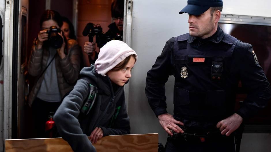 Greta Thunberg erreicht Madrid und wird von Journalisten überrannt