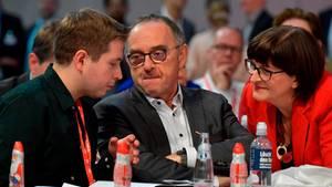 Kevin Kühnert,Norbert Walter-Borjans undSaskia Esken (von links nach rechts)