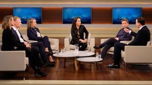 """Diskutierten bei """"Anne Will"""" zur Zukunft der SPD:Jagoda Marinic, Clemens Fuest, Cerstin Gammelin, Anne Will, Kevin Kühnert, Paul Ziemiak (von links nach rechts)"""