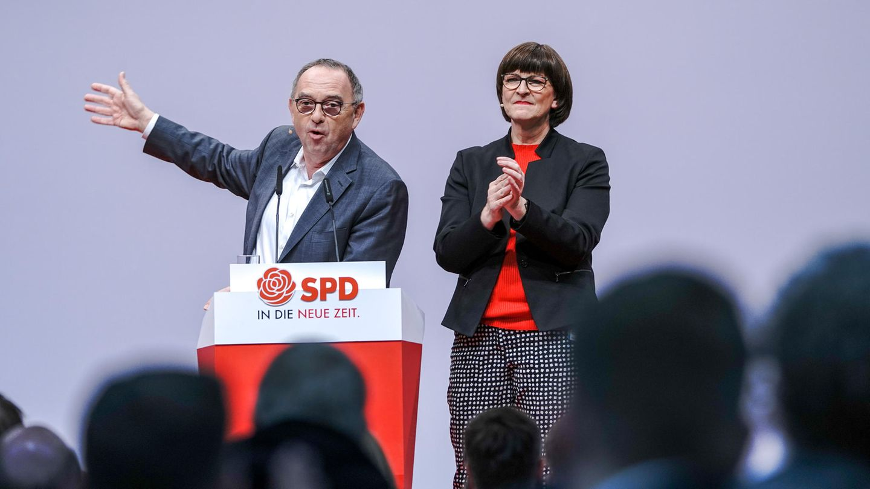 Saskia Esken (r.) und Norbert Walter-Borjans
