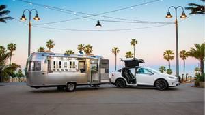 Tesla propagiertdas Model X als Zugfahrzeug auch für schwere Lasten.
