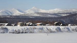 Winter in Alaska: Blick auf eine Siedlung am Yukon River