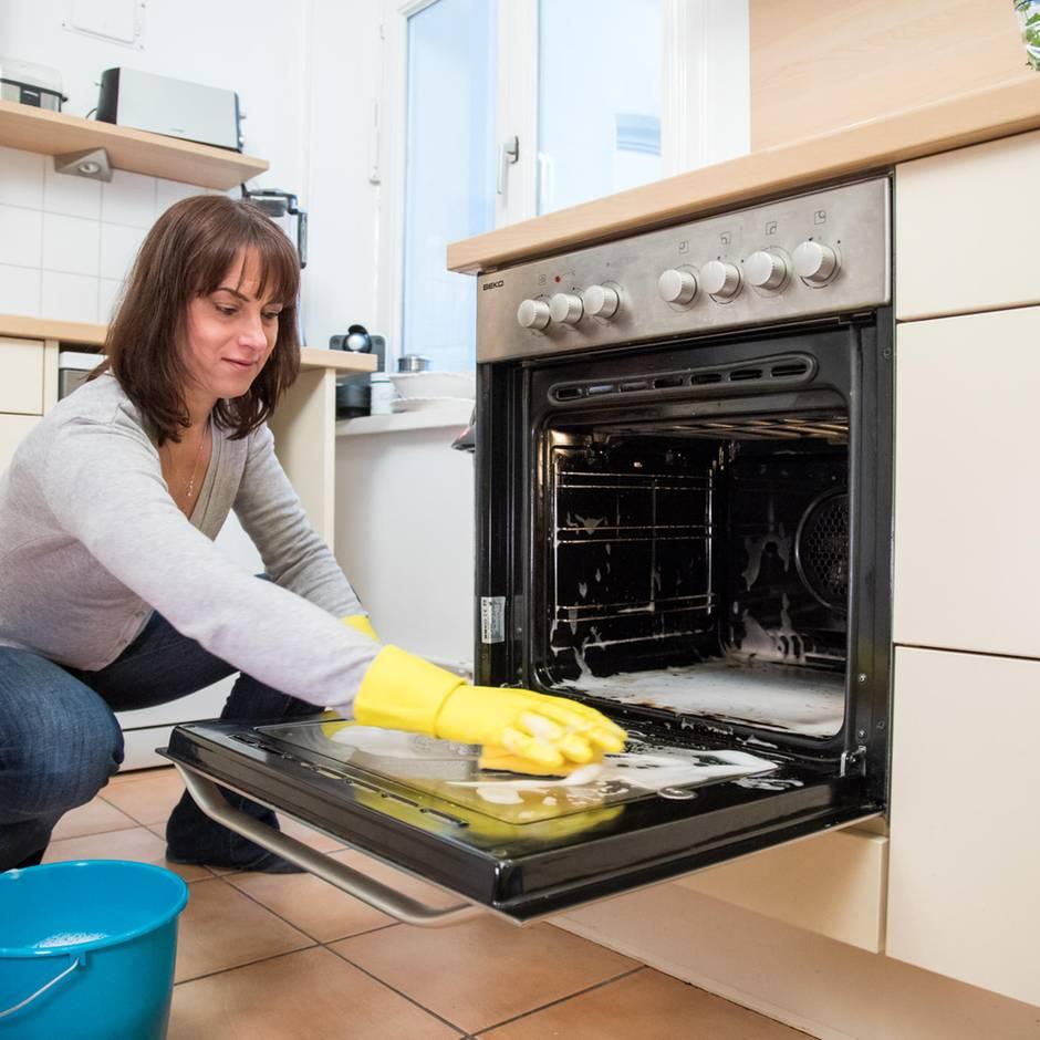 Küchen-Tipps: Backofen reinigen: Die hilfreichsten Hausmittel auf einen Blick