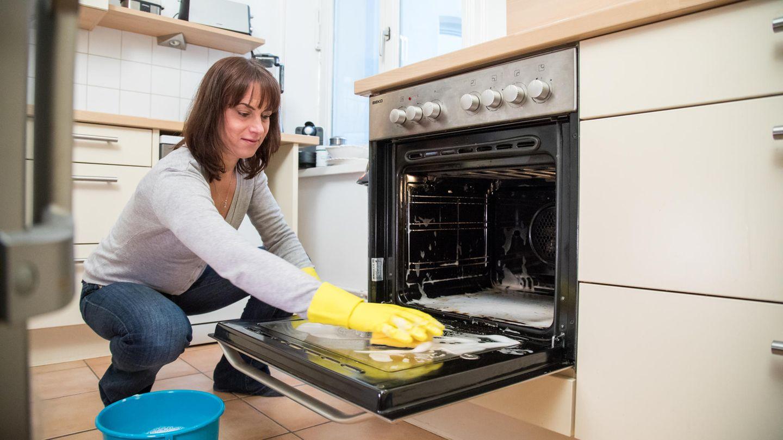 Backofen reinigen: Die besten Hausmittel auf einen Blick  STERN.de
