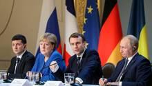 Putin und Merkel auf der Pressekonferenz beim Ukraine Gipfel in Paris
