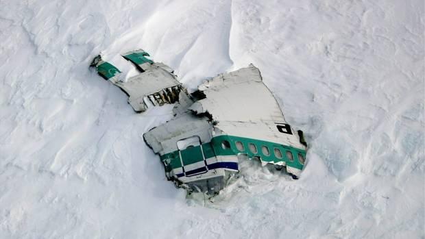 Überreste der 1979 am Mount Erebus in der Antarktis abgestürzten DC-10 von Air New Zealand