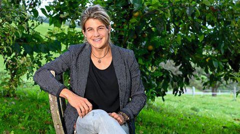 Daniela Widmer, 36, in ihrem Heimat-dorf Bellikon in der Schweiz