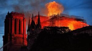 Die brennende Notre Dame Kathedrale