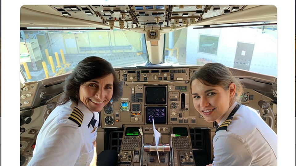 Wendy und Kelly Rexon im Cockpit des Delta-Jets