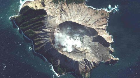 Der auch als Whaakari bekannte White Island Vulkan aus der Vogelperspektive