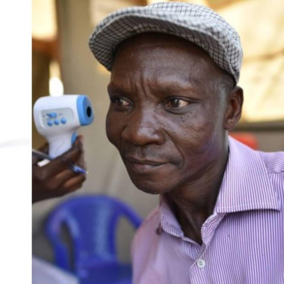 Uganda: Mann soll mit seinen Flatulenzen Mücken töten können und sein Dorf frei von Malaria halten