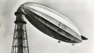 Die R 100 am Ankermast: Das britisches Verkehrsluftschiff war 213 Meter lang und verkehrte zu Beginn der 1930er Jahre.