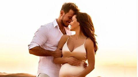 Angelina Heger und Sebastian Pannek erwarten ihr erstes Kind, so süß verkündeten sie es ihrer Familie