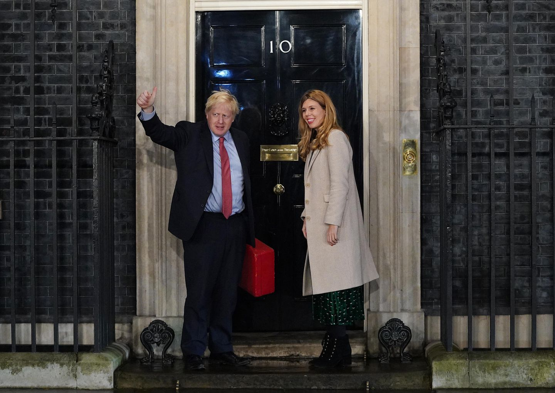 Daumen rauf: Boris Johnson und seine Lebensgefährtin Carrie Symonds