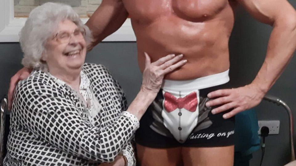Oma mit Stripper
