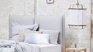 Ein gemeinsames Bett mit dem Partner oder jeder eins für sich? Was ist besser für den Schlaf?