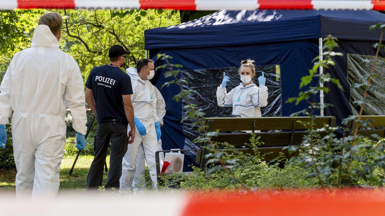 Berlin: Beamte der Spurensicherung sichern die Spuren im Tiergarten,
