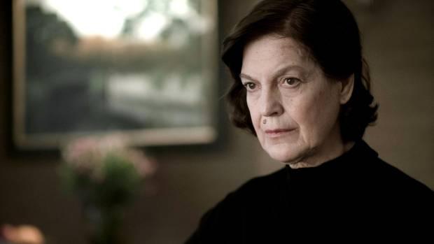 """Angela Winkler als Großmutter in einer Folge der ersten Staffel der Serie """"Dark"""""""