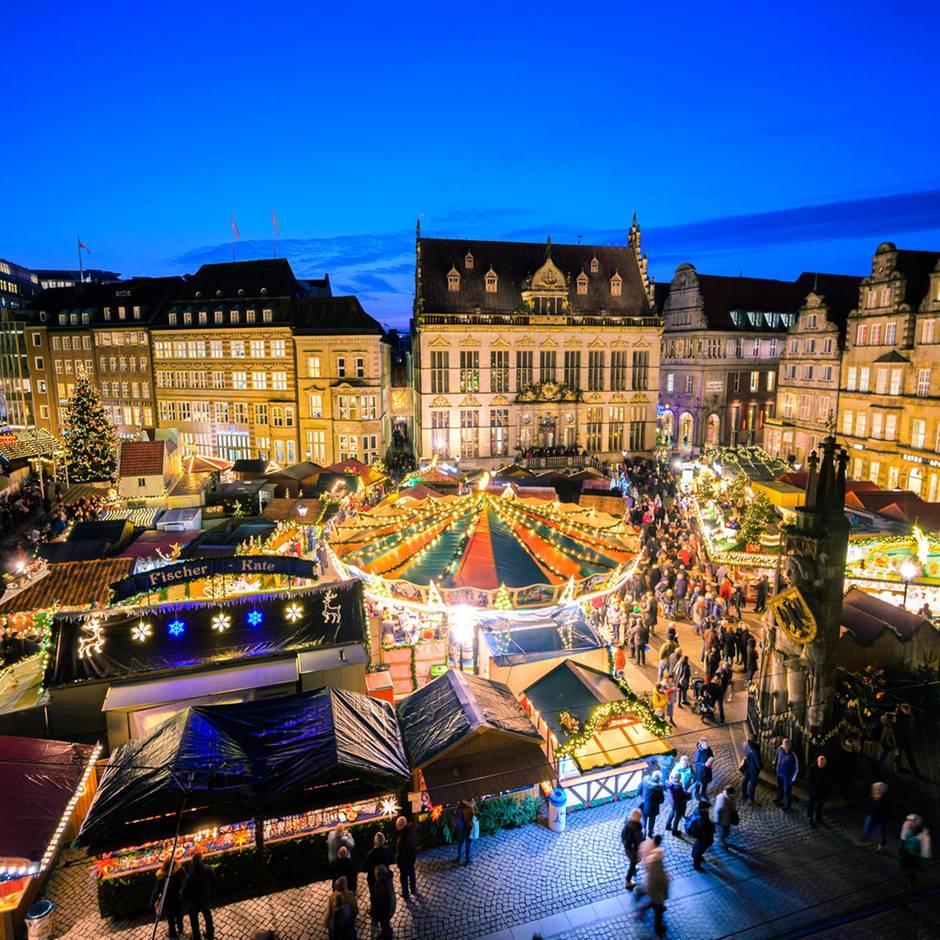 Nachrichten aus Deutschland: Betrunkener fährt in Weihnachtsmarktstand – und trinkt weiter