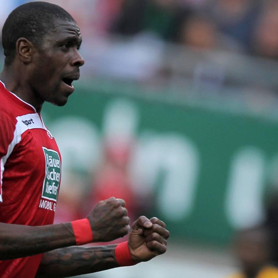 In Österreich: Ex-Bundesliga-Profi Idrissou sitzt in Abschiebehaft