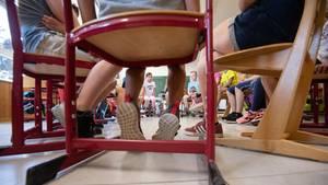 Schülerinnen und Schüler in einer Grundschule. Grundschulen sind vom Mangel an Schulleitern besonders betroffen.