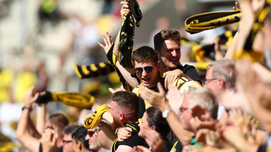 Aachener Fans im Tivoli-Stadion