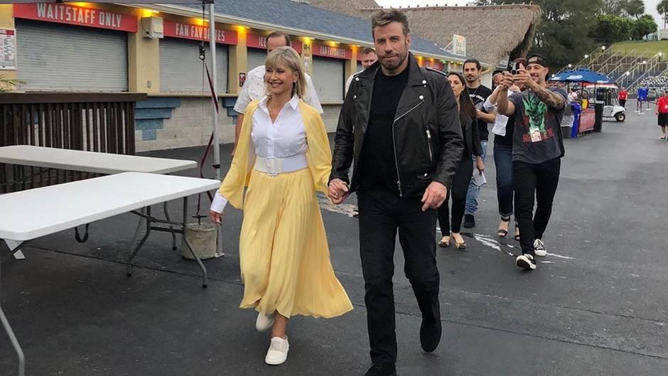 """John Travolta und Olivia Newton-John schlüpfen wieder in ihre Rollen aus dem beliebten Popklassiker """"Grease""""."""