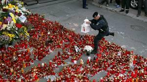 In Rumänien war die Trauer nach dem verheerenden Brand in einem Bukarester Nachtclub groß (Archivbild vom 1.11.2015)