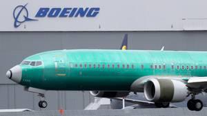 USA, Seattle: Eine Boeing 737 Max 8 landet nach einem Testflug auf dem Boeing Field