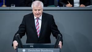 Horst Seehofer will rasche Überprüfung von Behörden auf Rechtsradikale