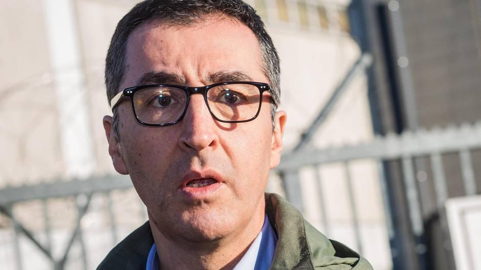 Cem Özdemir will nach Steinwurf gegen seine Wohnung nicht verstummen