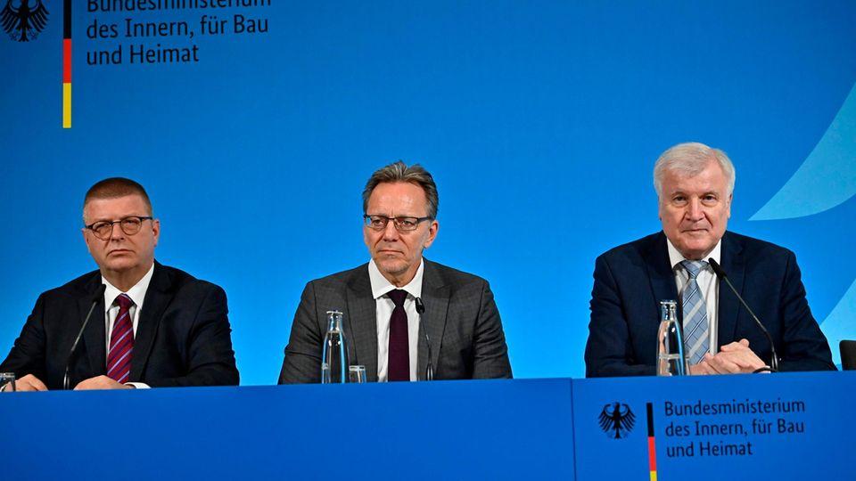 Gegen Rechtsextremismus: Verfassungsschutzpräsident Thomas Haldenwang, BKA-Chef Holger Münch und Innenminister Horst Seehofer