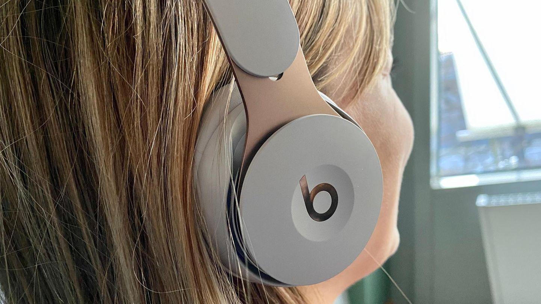 Auch im Beats Solo Pro dient die rechte Seite als Steuerungselement