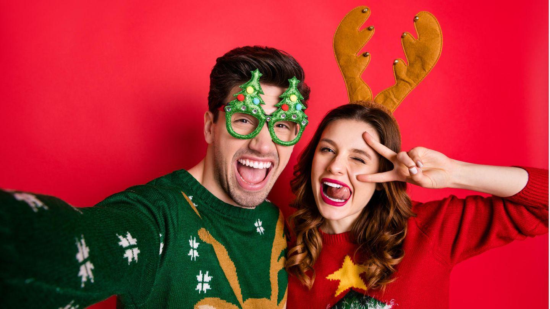 Hässliche Weihnachtspullover liegen im Trend