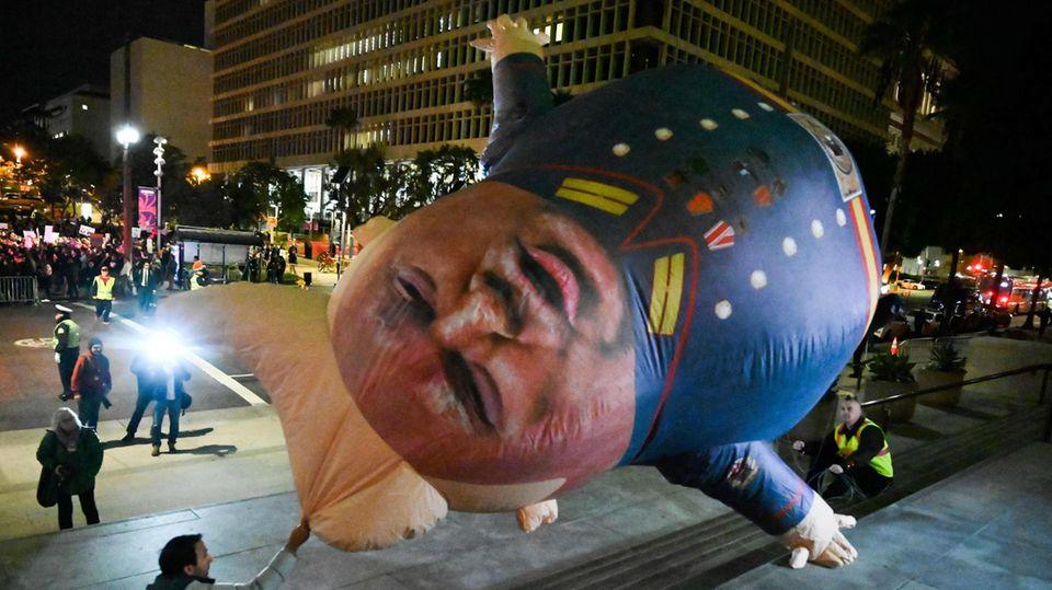 Donald Trump Ballon bei Protesten in Los Angeles