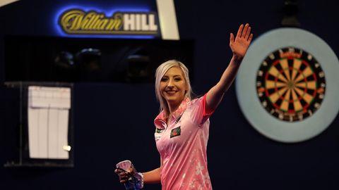 Fallon Sherrock gelingt mit Sieg bei Darts-WM Historisches