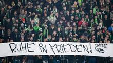 """Nachrichten aus Deutschland: VfL-Fans zeigen ein Banner mit den Worten """"Ruhe in Frieden"""""""