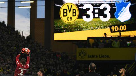 Live im TV: Szene aus dem Spiel Hoffenheim gegen Dortmund im Februar 2019