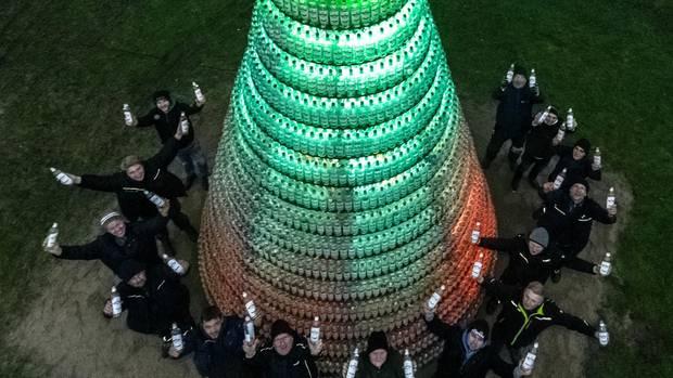 Tannenbaum aus 5038 Kornflaschen