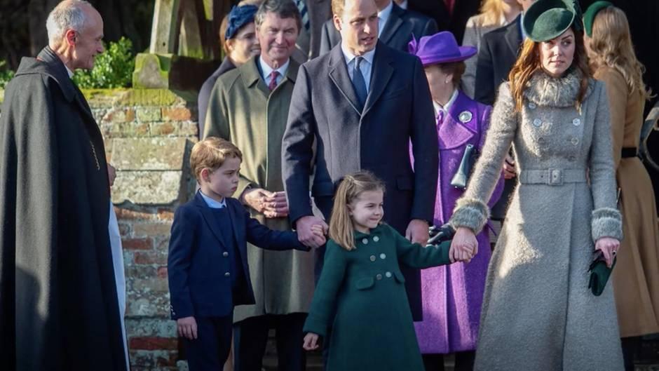 Prinzessin Charlotte, Prinz George und ihre Eltern Kate und William auf dem Weg zur Weihnachtsmesse