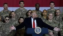 Donald Trump unter US-Soldaten in Afghanistan