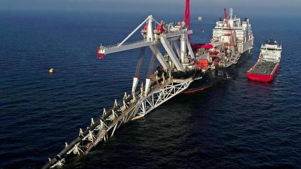 """Das Verlegeschiff """"Audacia"""" verlegt in der Ostsee vor der Insel Rügen Rohre für die Gaspipeline Nord Stream 2"""