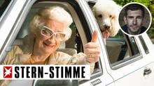 #Umweltsau - Oma sitzt in einem Auto