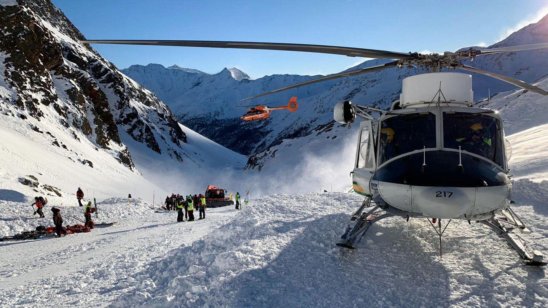 Italien, Schnaltal: Ein Helikopter ist auf der Skipiste gelandet