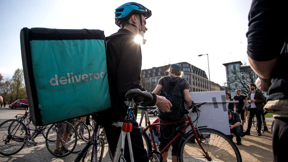 Ein Deliveroo-Fahrer