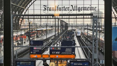 Revolution am Bahnsteig: Die Bahn will ein zusammenhängendes Wlan-Netz in Zügen und an Bahnhöfen anbieten
