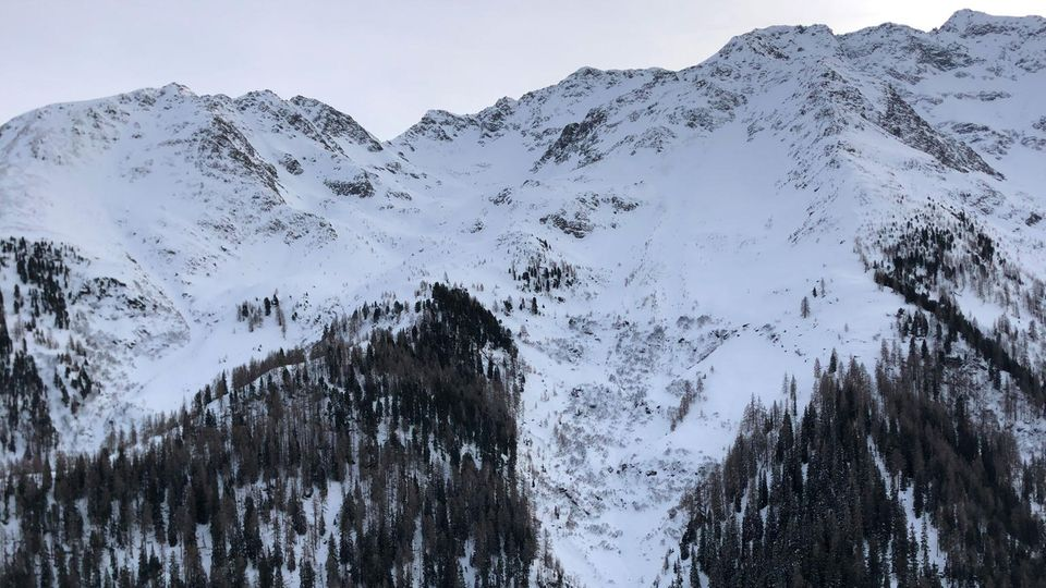 St. Anton Am Arlberg: Schnee liegt an einem Hang im Verwallgebirge
